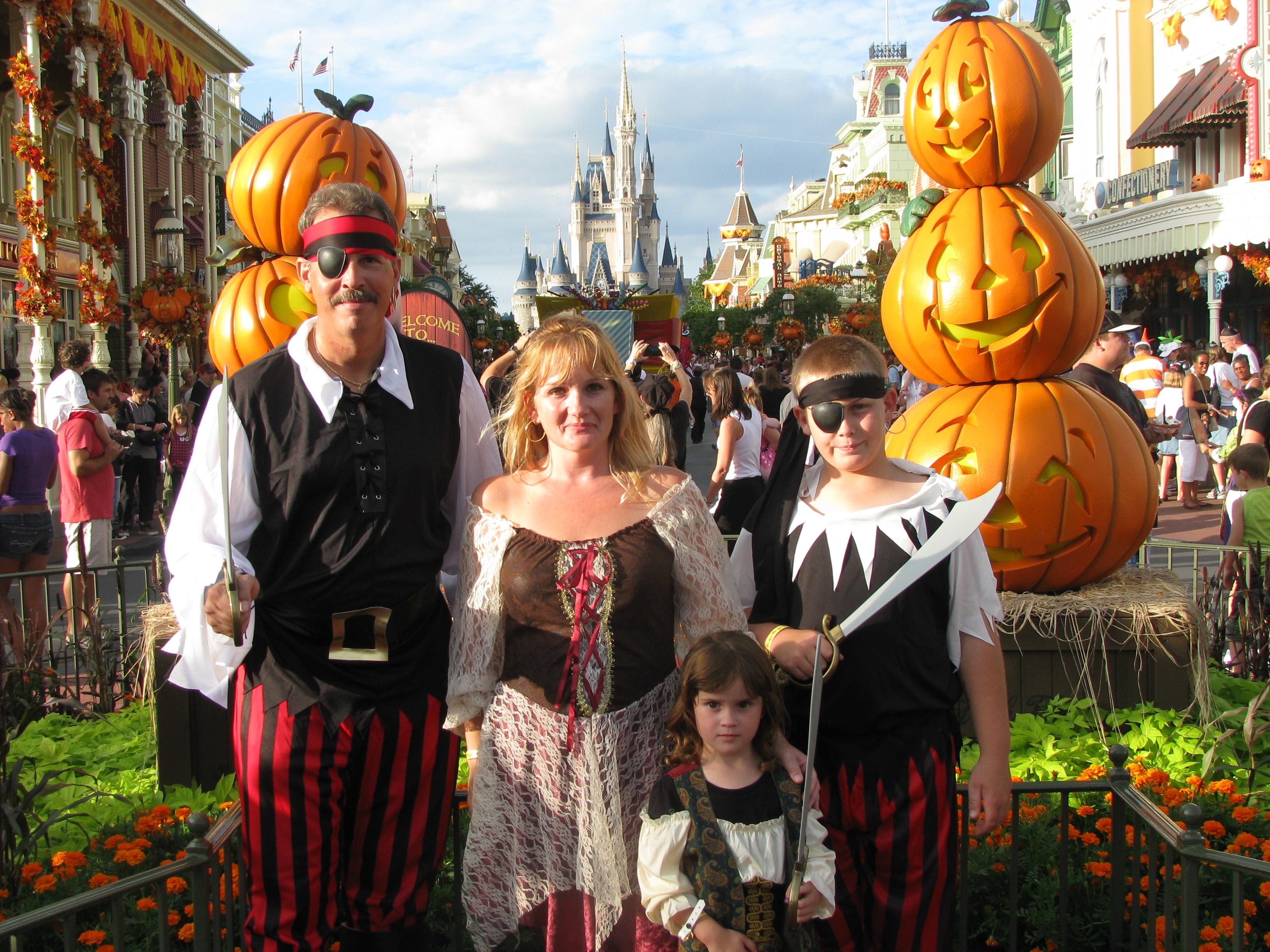 Disney - Mickey's Not So Scary Halloween