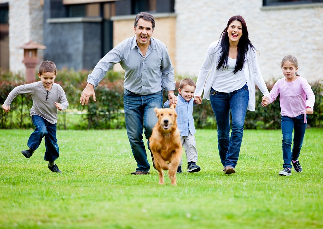 Family_and_Dog