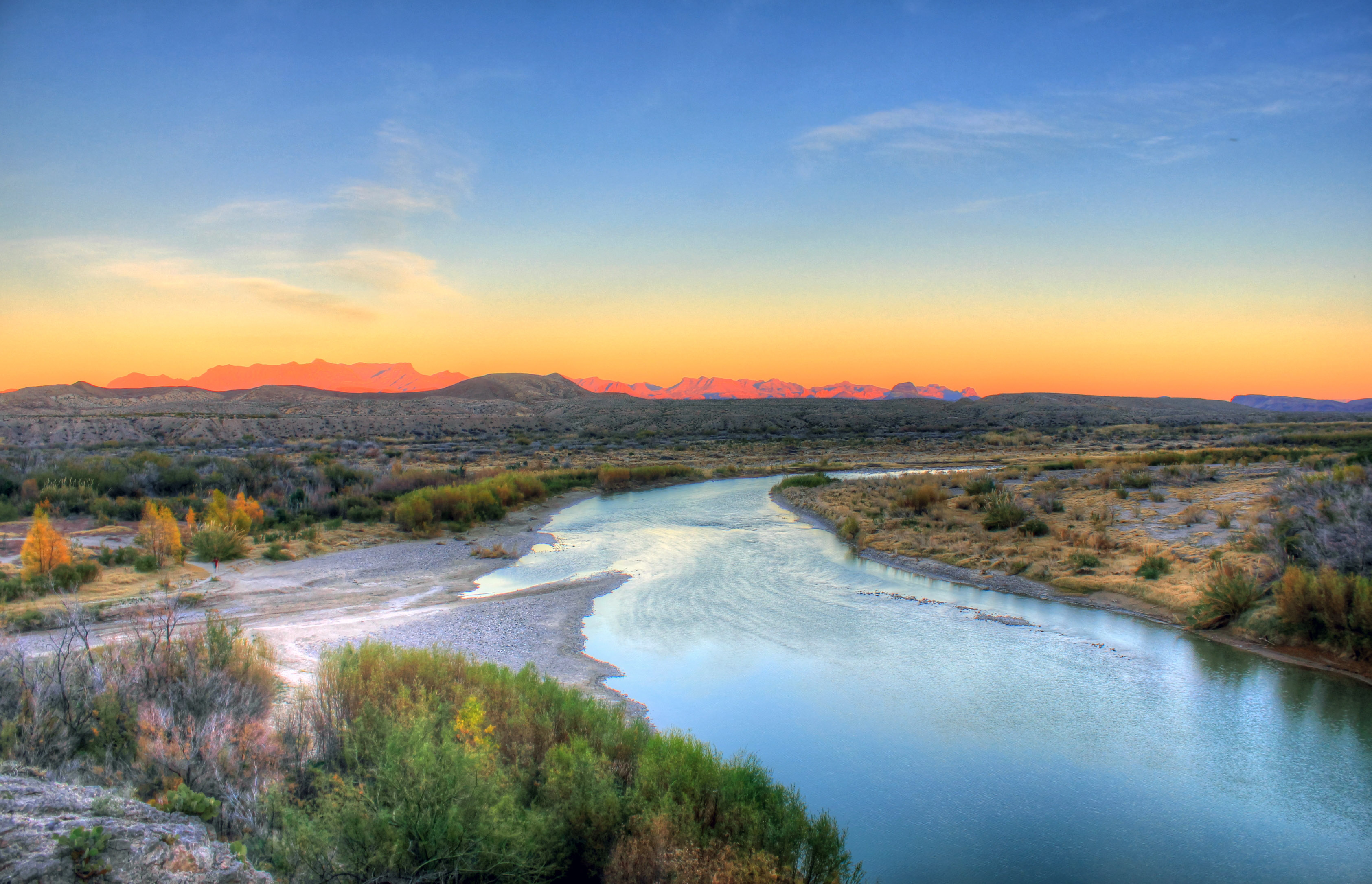 texas-big-bend-national-park-overview-of-the-rio-grande-at-dusk